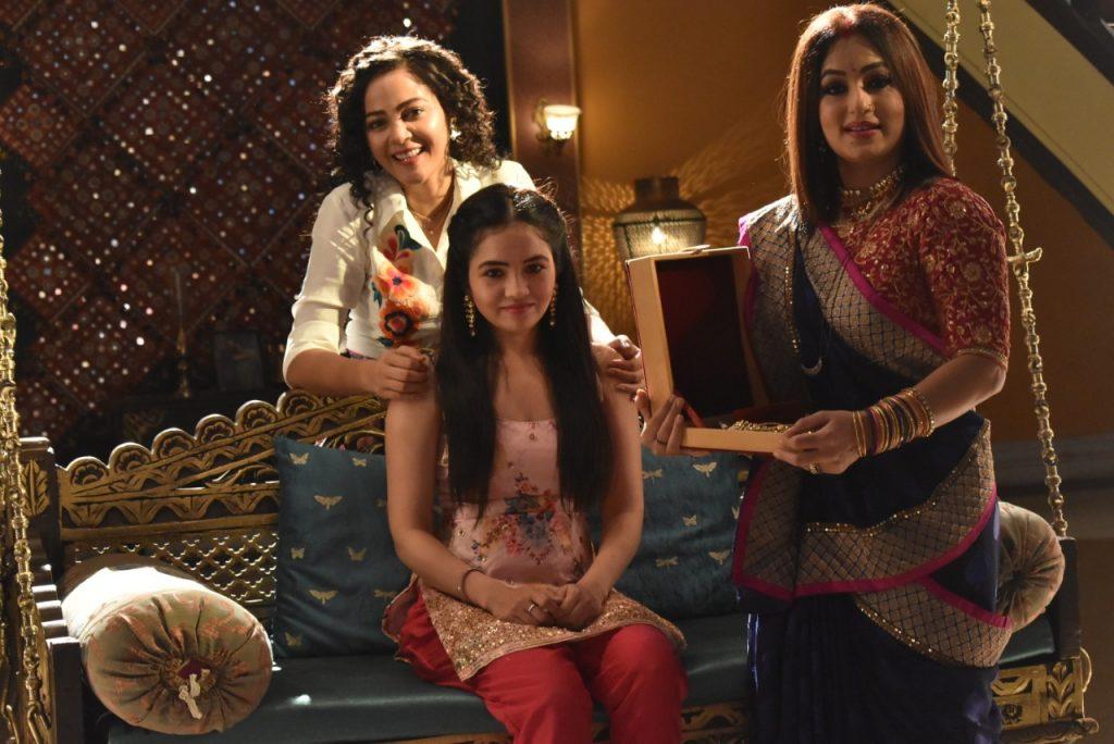 Kaveri Priyam, Sangeeta Kanpure, Trisha Chaterjee in Yeh Rishtey Hai Pyaar Ke